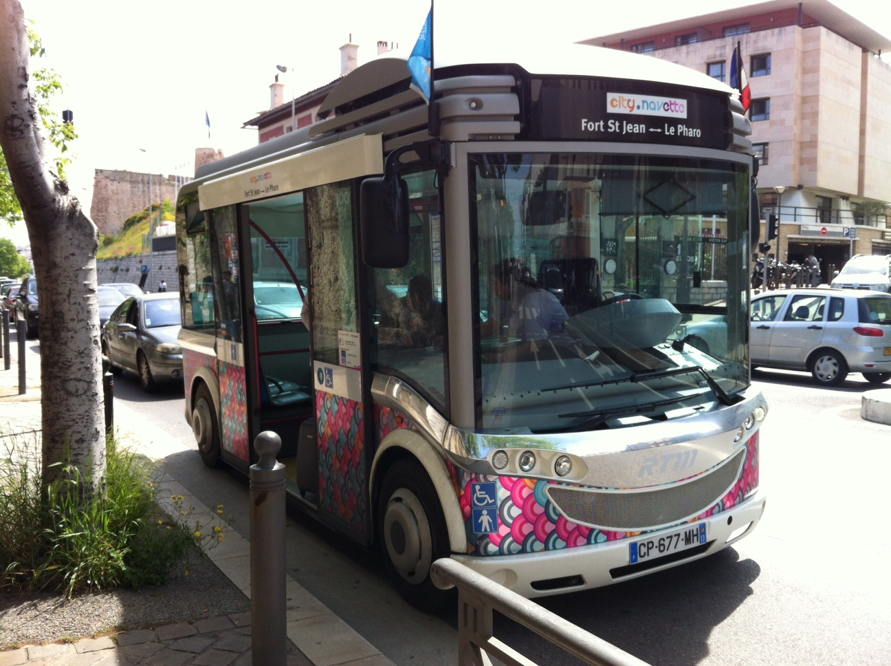 my e life now new small electric buses in marseille. Black Bedroom Furniture Sets. Home Design Ideas