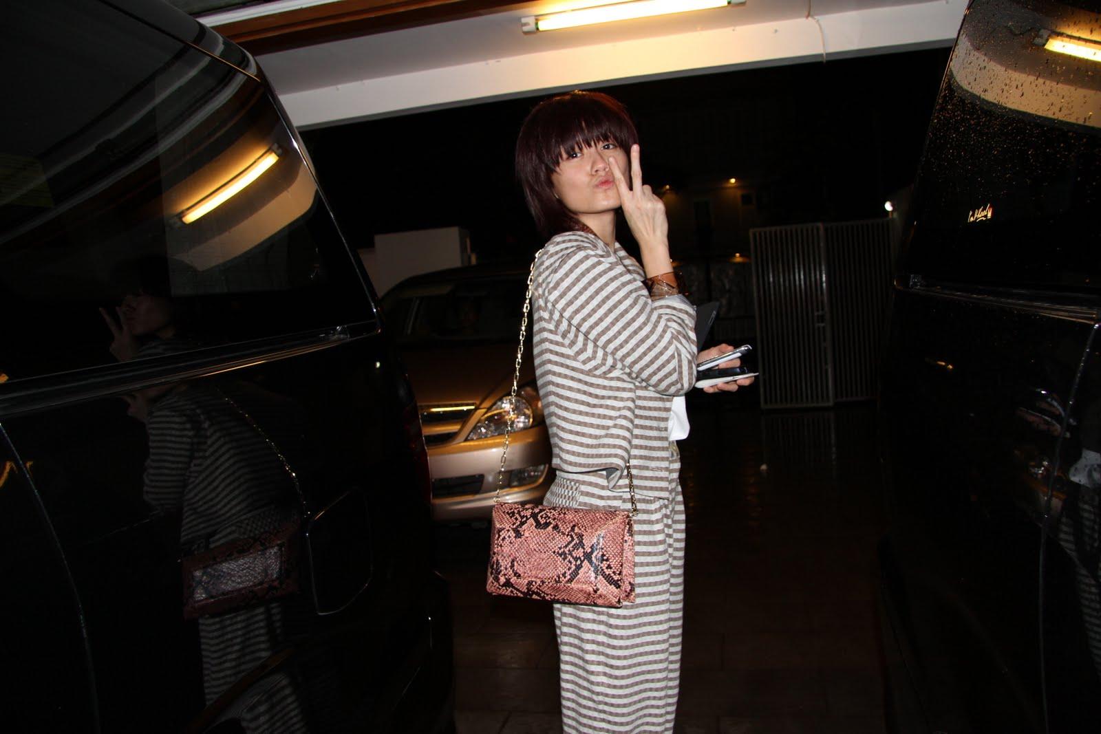http://4.bp.blogspot.com/-TNSeNvcRG7c/TxIeA0ZfuUI/AAAAAAAACbY/WFtsMud_x7U/s1600/Agnes-Monica-Peace-Love.jpg