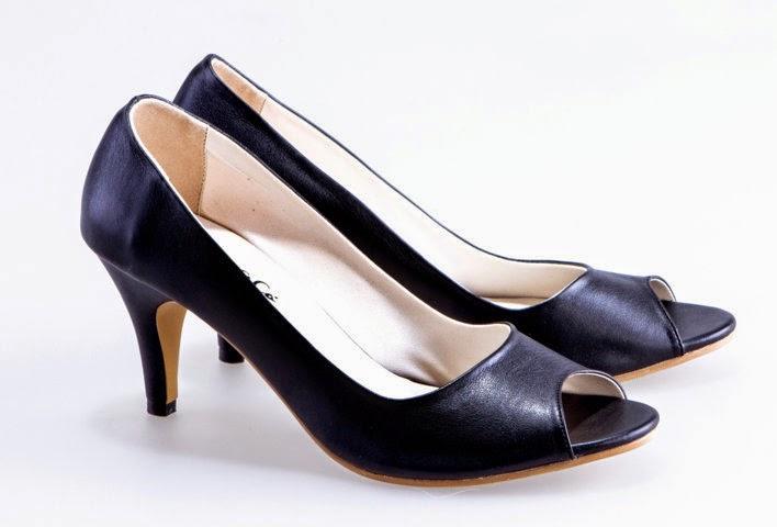 Berikut ini merupakan cara merawat sepatu yang bisa anda terapkan di rumah agar  sepatu yang anda miliki menjadi lebih awet serta tidak mudah rusak  9567f7cb25