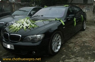 Cho thuê xe cưới BMW 745i giá rẻ tại Hà Nội.