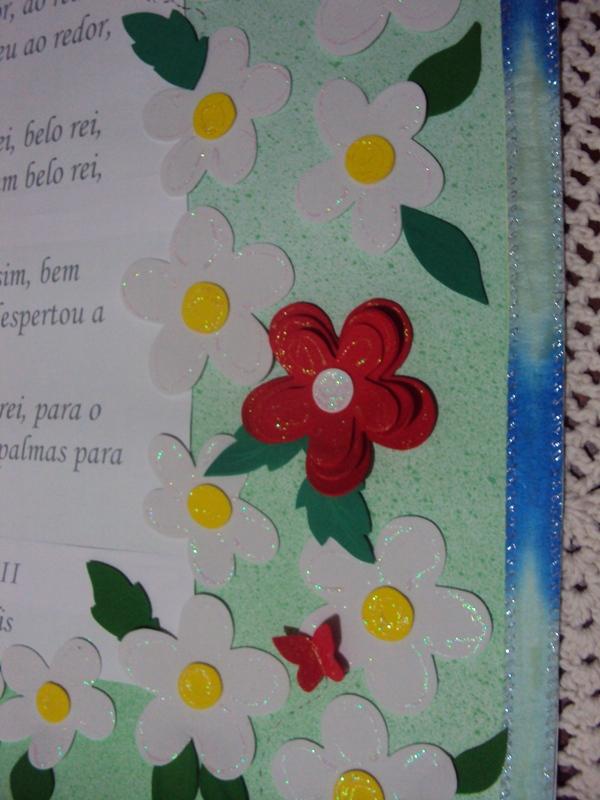 flores do jardim letra : flores do jardim letra:Detalhe da rosa bem vermelha entre as outras flores do jardim!