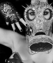 Quiero mi mascara de gas con pedrería!!!