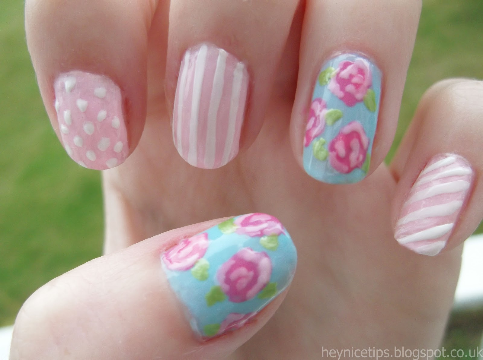 This is my shabby chic/vintage rose nail art tutorial, inspired by