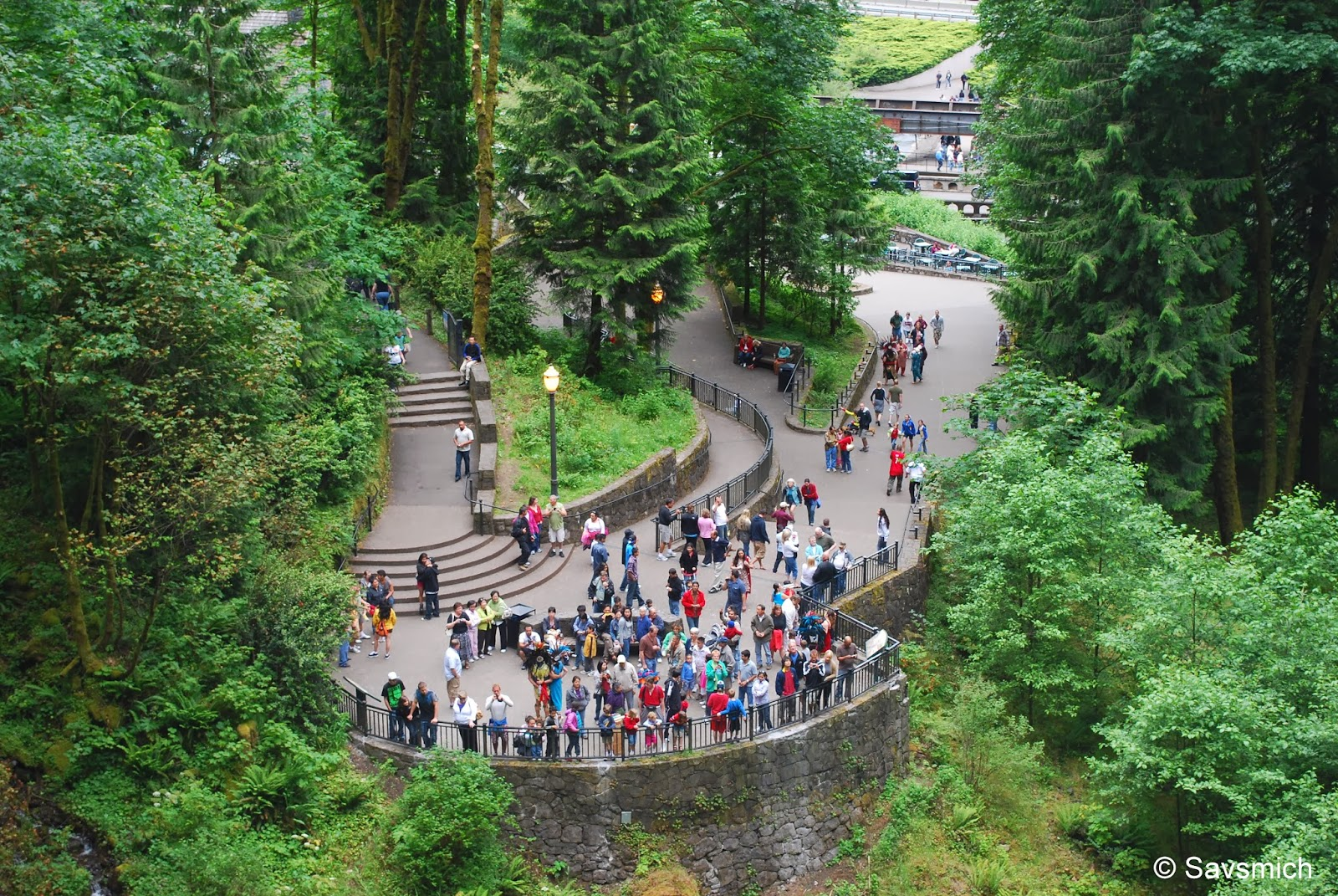 entrance to multnomah falls