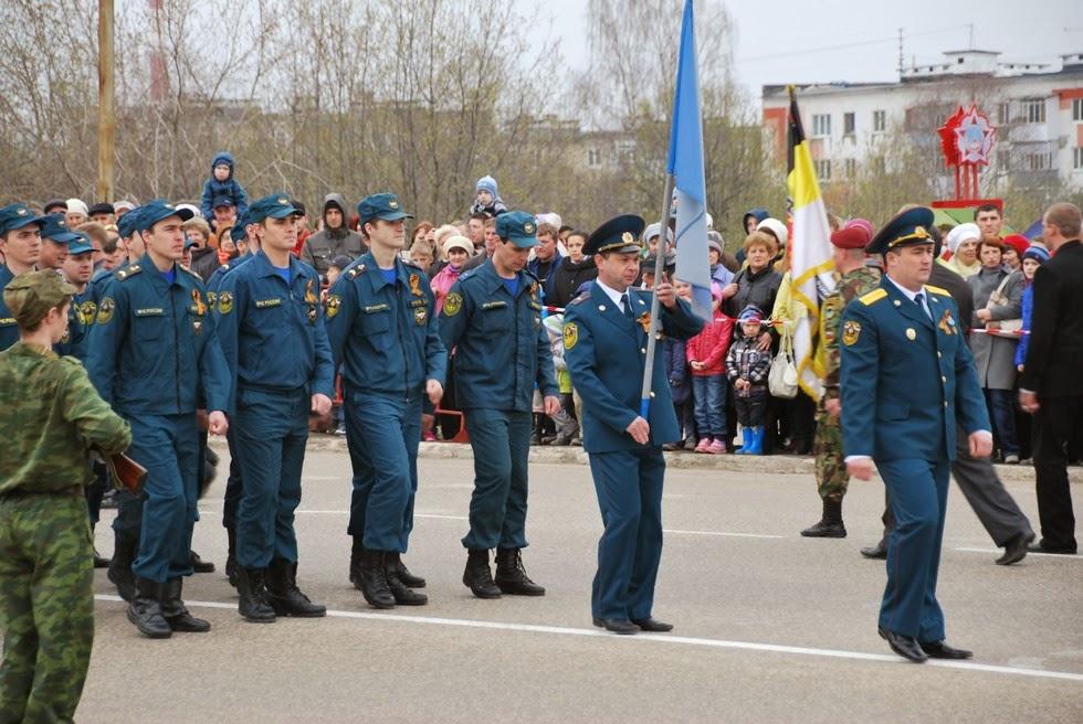 Парад 9 мая 2014 в Лысьве - пожарные