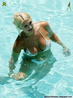 Brooke Hogan nudecovering boobs with bedsheet