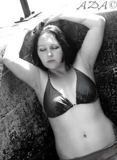 bikini girl Noel