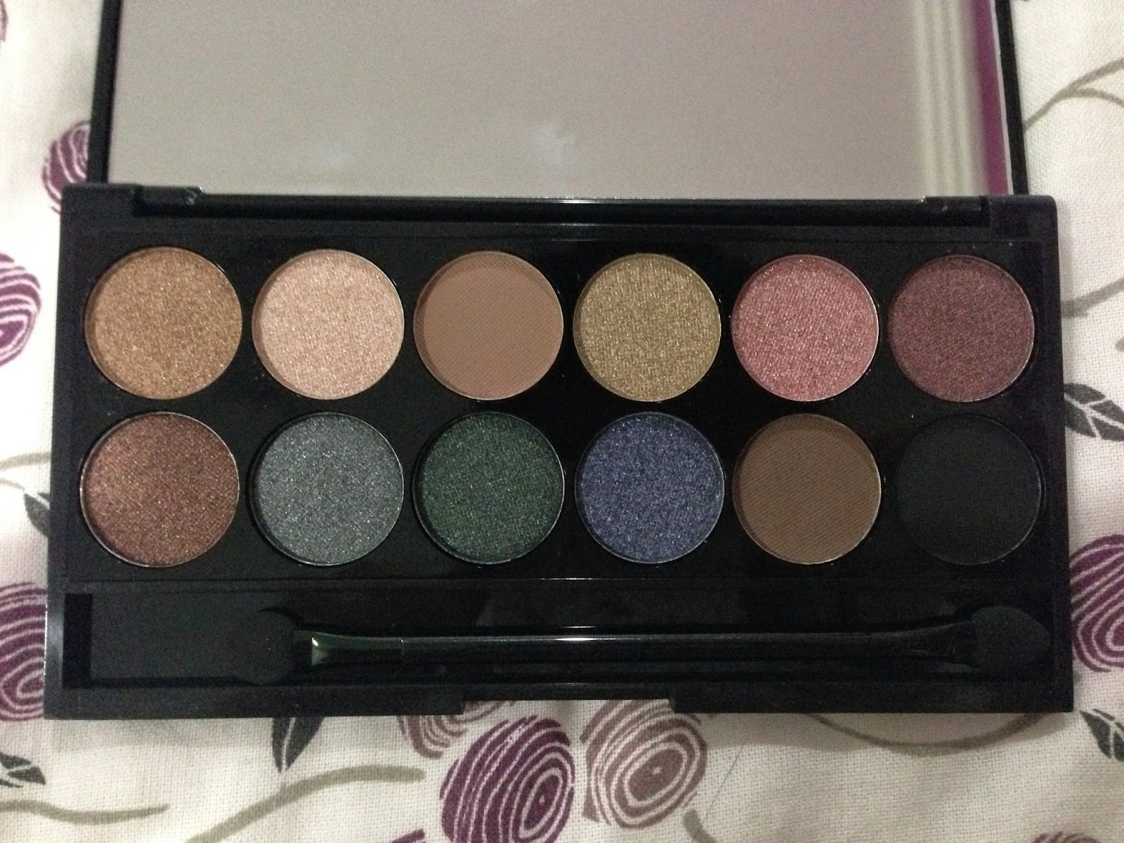 Sleek i-Divine Eyeshadow Palette: Storm
