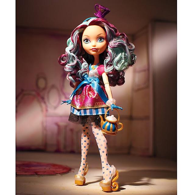 Muñeca Madeline Hatter posado