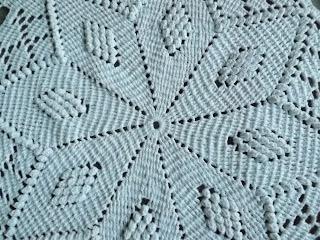 Tapete de crochê redondo em ponto pipoca