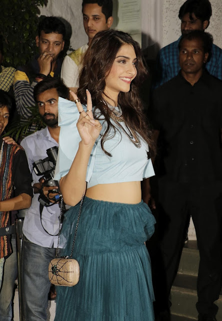 "Sonam Kapoor and Jacqueline Fernandez Super Sexy Stills From ""ABCD 2″ Success Bash In Mumbai"