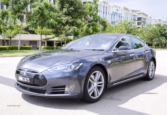 Tesla Model S (Premium Electric Sedan) Showcase @ EV Experience Cyberview Event