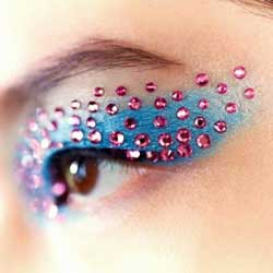 maquillaje de ojos con bindis para carnaval
