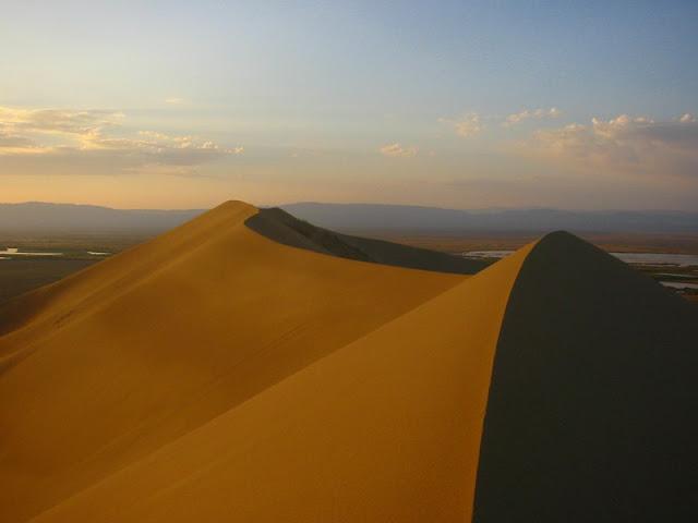 Singing_Sand_Dunes