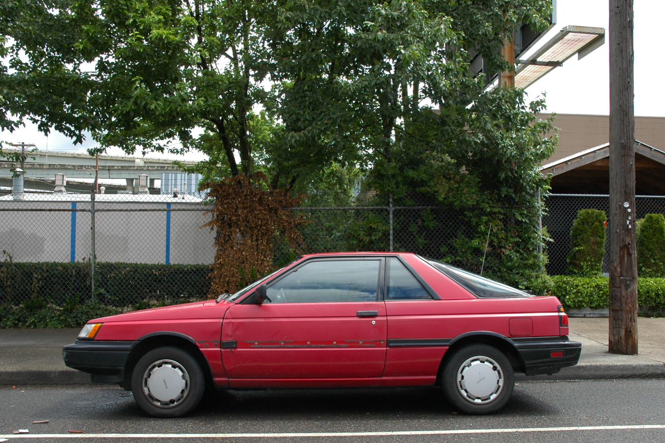 OLD PARKED CARS.: 1987 Nissan Sentra SE Sport Coupé.