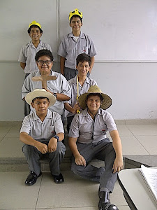 Representación de la pirámide social en la Edad Media durante la sesión de clase