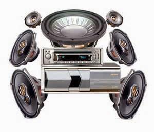 Pilihan hiburan dalam mobil sudah datang jauh dari pilihan AM serta stasiun radio FM, tape deck, serta CD player. Kehadiran format kompresi digital audio seperti MP3 - serta popularitas besar pemutar musik portabel seperti iPod