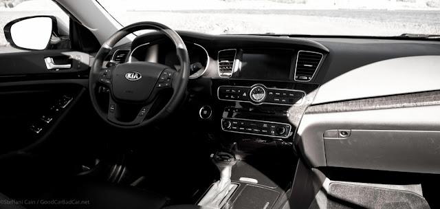 2014 Kia Cadenza interior