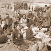 Μια ιδιαίτερα πολύτιμη φωτογραφία: Γερακίτες καλωσορίζουν το Δρόμο των 100 Ημερών