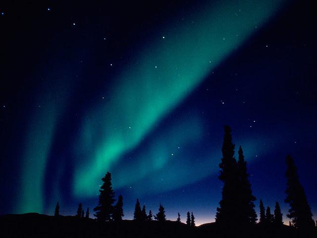 http://4.bp.blogspot.com/-TRJmeFrfh3A/TV7q5YpBh1I/AAAAAAAAEHs/ZM2sy_HNUiE/s1600/Aurora+Borealis+Alaska.jpg