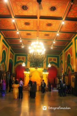 kemegahan ruang utama istana maimun fotografi medan