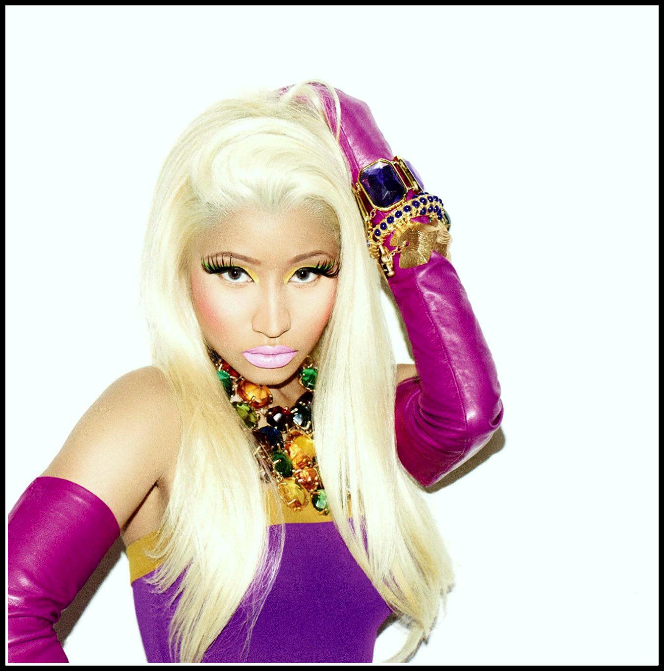 http://4.bp.blogspot.com/-TRbAxQczJZY/UHm6XP8joyI/AAAAAAAACxU/FYnNr8zg9pQ/s1600/Nicki-Minaj-Starships.jpg