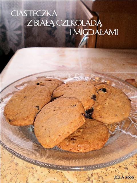 Ciasteczka z białą czekoladą i migdałami