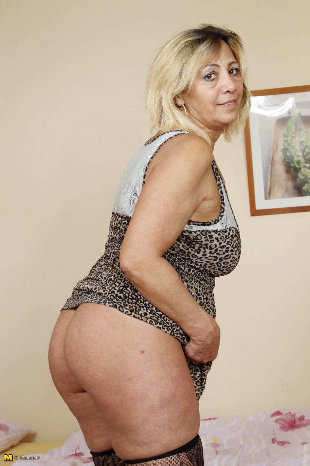 Midget woman video