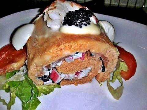 Corte de brazo de gitano de salmón y caviar