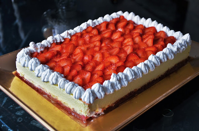 torta bavarese alla panna e fragole