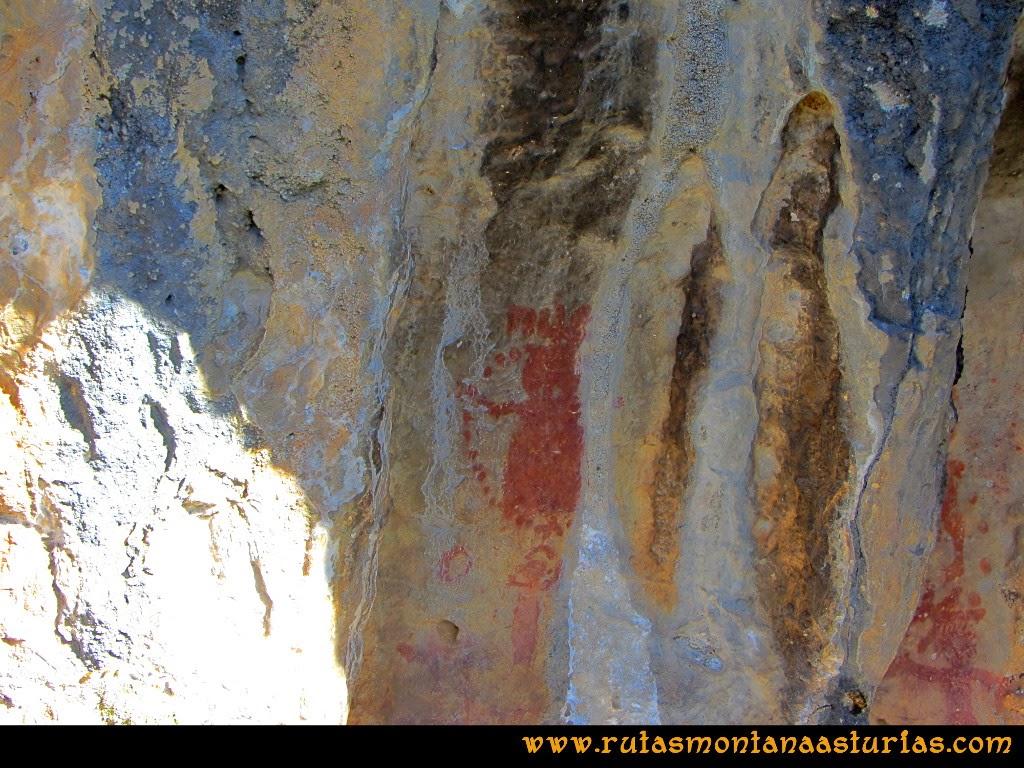 Rutas Montaña Asturias de las Pinturas Rupestres de Fresnedo: Dibujos en el Abrigo del Ganado