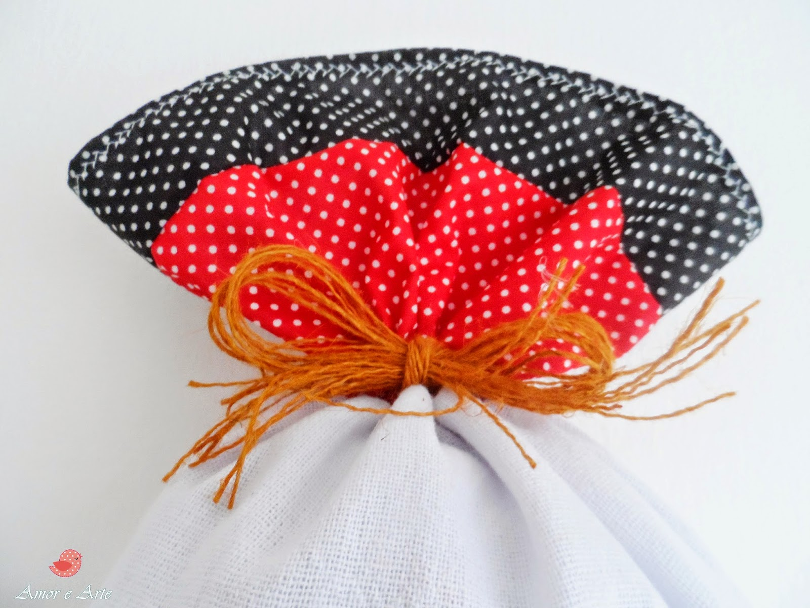 Puxa-Saco, Galinha da Angola em saco e tecido - Detalhe de Pach Aplique