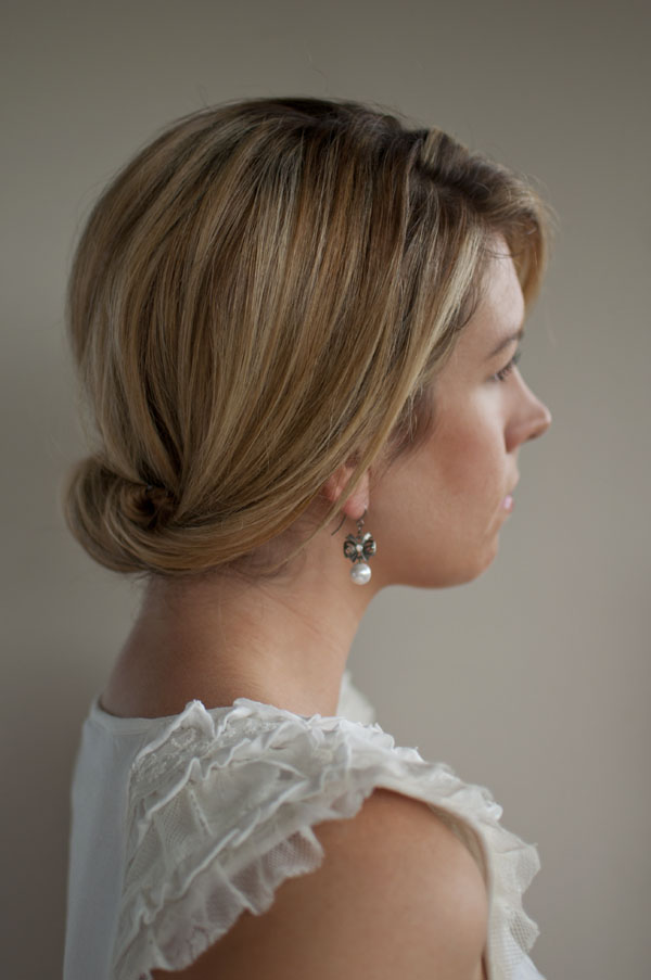 Five easy wedding hairstyles you can do yourself hair romance for the classic bride solutioingenieria Images
