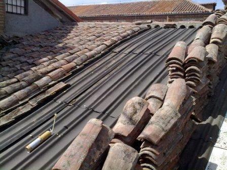 Tejados de naves y locales en madera cubiertas de madera for Imagenes de tejados de madera