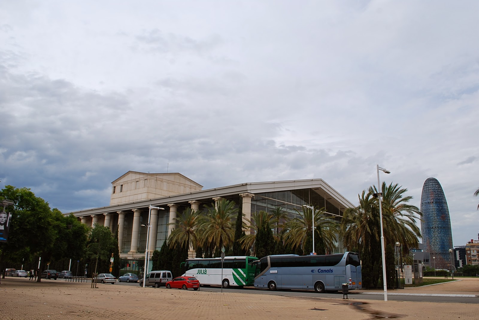 "Национальный театр Каталонии и башня ""Агбар"", Барселона, Испания. Teatre Nacional de Catalunya and ""Agbar"" tower( Torre Agbar), Barcelona, Catalonia, Spain"