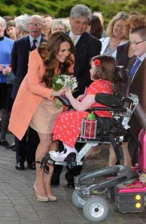 Kate Visits Hospice on 2nd Wedding Anniversary