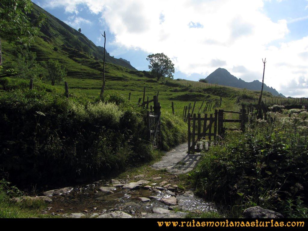 Ruta Tuiza Siegalavá: Portilla en el camino