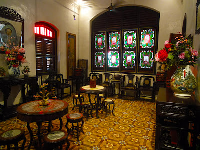peranakan saloon furniture with style