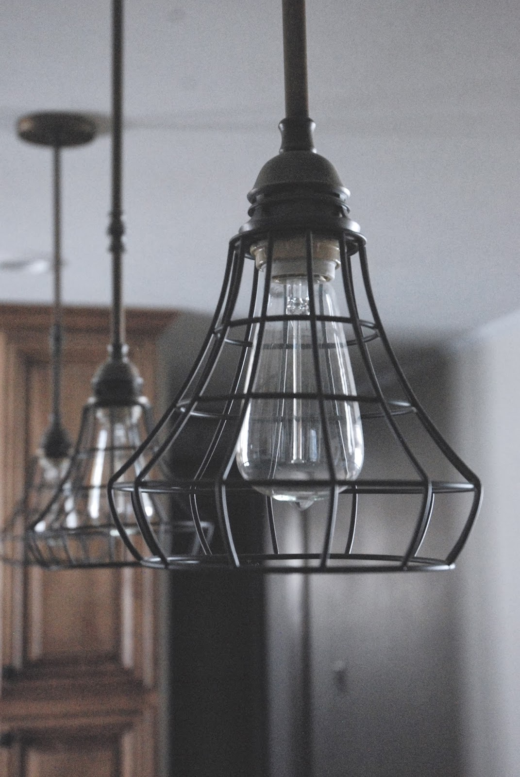 Diy industrial pendant cage light for Diy pendant light