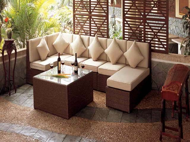 Backyard patio ideas for small spaces ayanahouse for Small patio furniture for small spaces