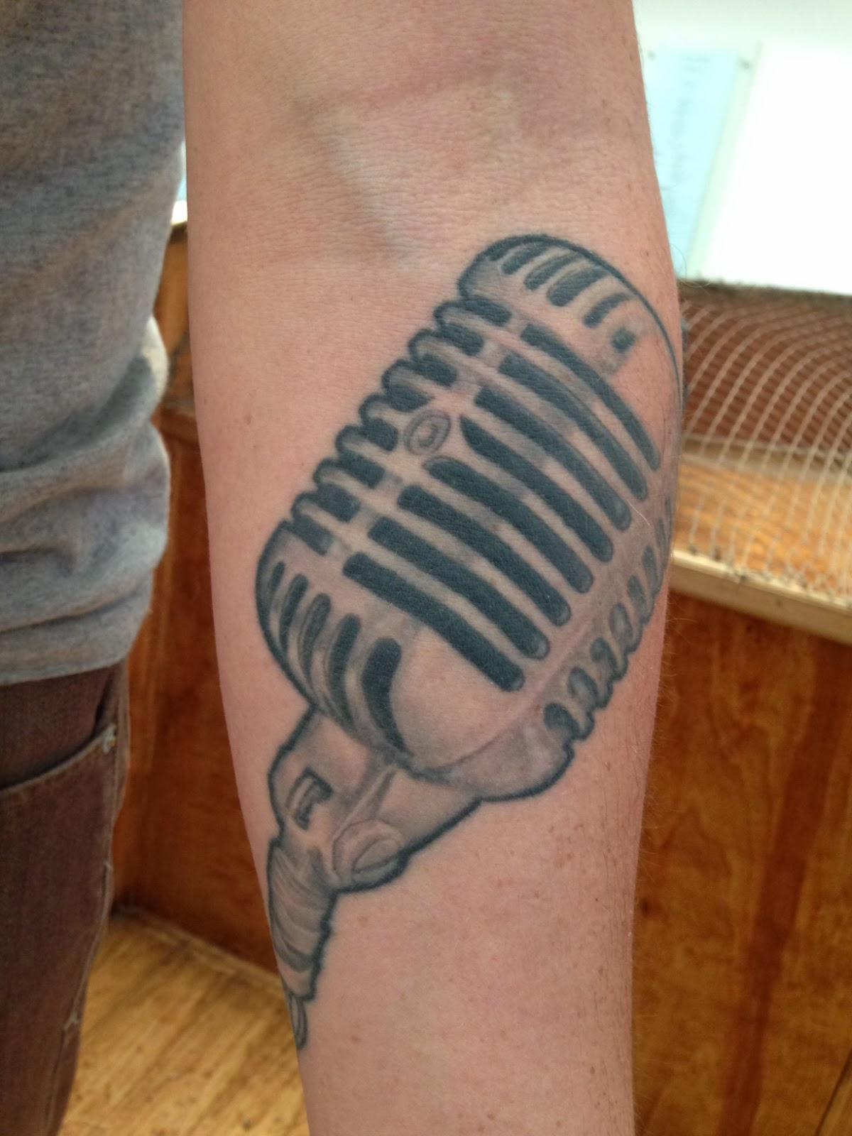 museum people 39 s tattoos old fashioned microphone. Black Bedroom Furniture Sets. Home Design Ideas