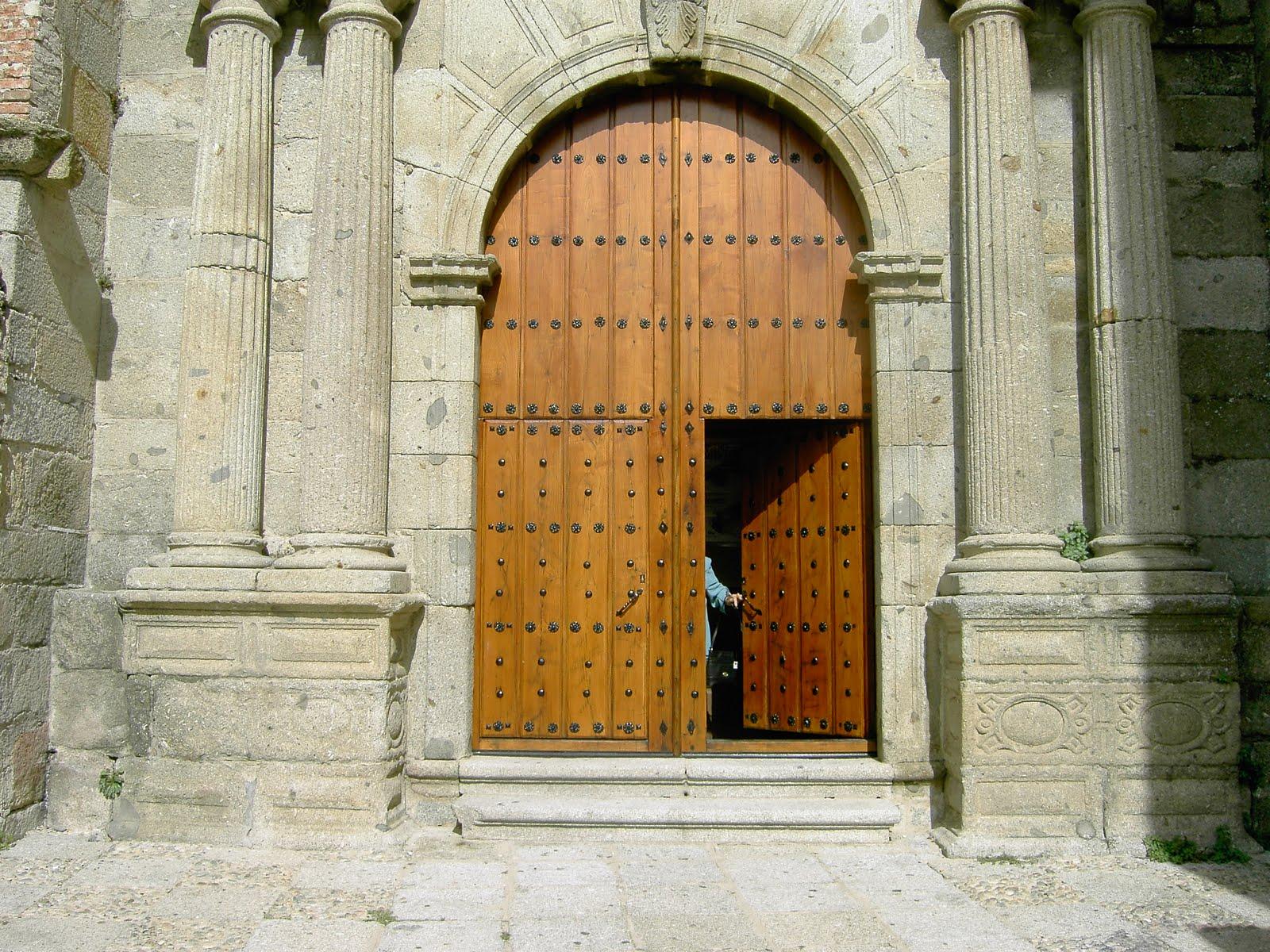 Carpinteria de madera corriols artesanos de hervas puerta for Puertas antiguas para decoracion