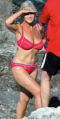 Helen Mirren híres piros bikinije