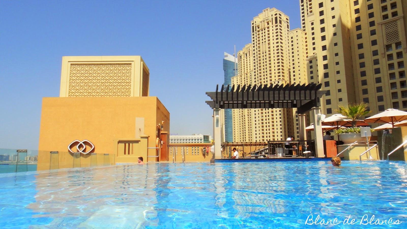 Sofitel Jumeirah Beach infinity pool - www.blancdeblancs.fi