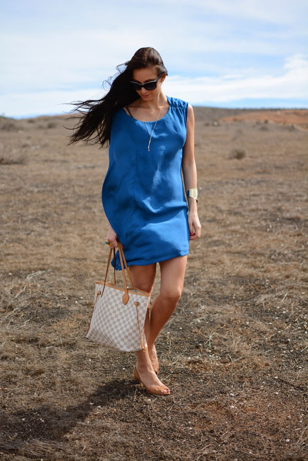 Outfit_Holiday_LouisVuitton_Beach_Azur_Blue_Summer_Dresses_003
