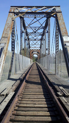 Train bridge in Healdsburg over the Russian river.