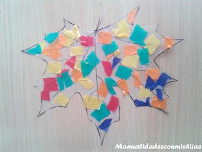 Manualidades infantiles: hoja transparente con papeles de colores
