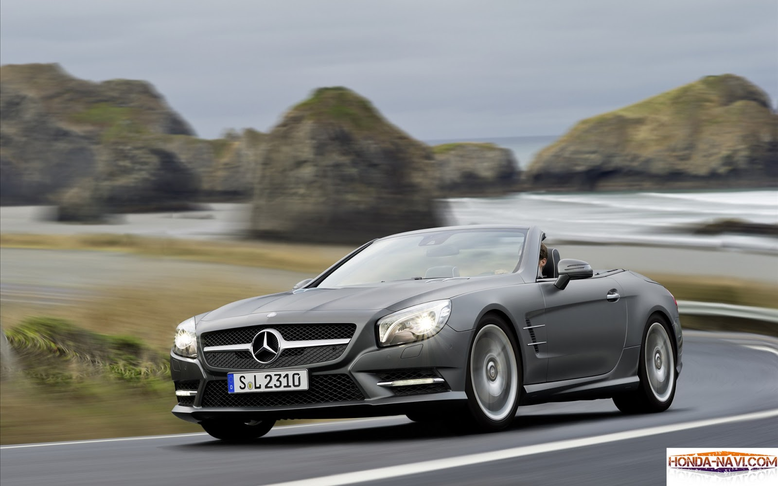 http://4.bp.blogspot.com/-TUX0-ZQERxs/UTAWzVXm14I/AAAAAAAAAUM/qZEqqgNr_4s/s1600/2013-mercedes-benz-sl-class-hd-widescreen-desktop-wallpaper-background-1920px_03.jpg