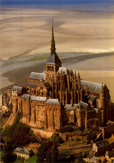Cartão Postal de Le Mont Saint-Michel - França, via nycolau on Flickr as seen on linenandlavender.net
