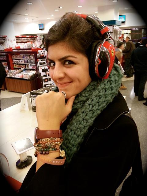 ferrari_store_mağazası_roma_rome_kulaklık_headphone_bileklik_bracelet